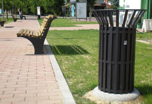 Giochi per parchi con materiali riciclati sacripante for Cestini arredo urbano